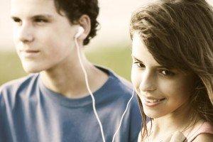 deux adolescents se rencontrent